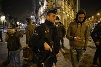 Politi har jernring rundt bydel: Går fra hus til hus på terror-jakt