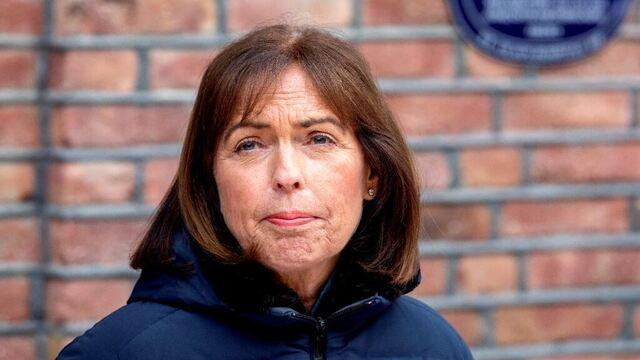 Administrerende direktør Grethe Aasved på St. Olavs hospital tror vi vil måtte leve med koronatiltak langt ut i 2021.
