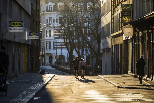 Et koronanedstengt Oslo i januar. Dit må vi ikke tilbake nå, mener koronaforsker Gunnveig Grødeland. Foto: Jil Yngland / NTB