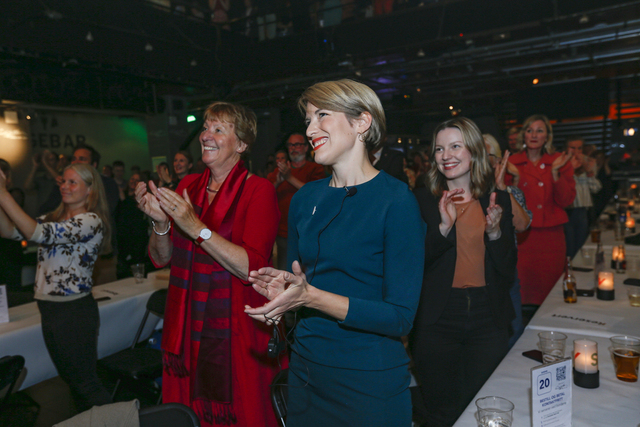 Marianne Borgen og Kari Elisabeth Kaski under SVs valgvake på Rockefeller ved stortingsvalget 2021. Foto: Trond Reidar Teigen / NTB