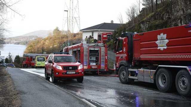 Åtte mennesker ble evakuert da det begynte å brenne i en bolig i Godvik.