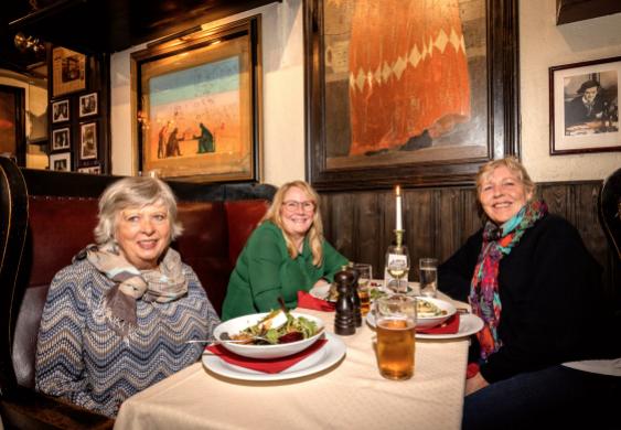 Tove Rushfeldt, Anne Marie Hokholt og Tove Lill Schultz hadde sikret seg bord på Lorry.