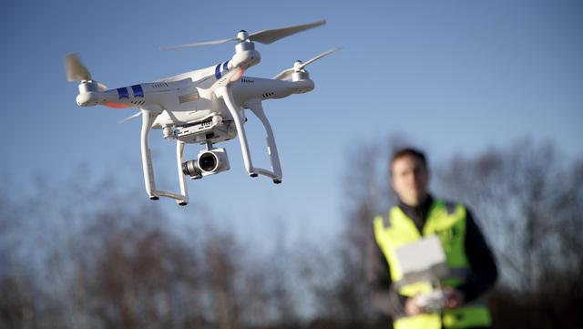 Siden Luftfartstilsynet innførte «drone-førerkortet» ved nyttår, har 11.000 nordmenn tatt det. Foto: Heiko Junge / NTB