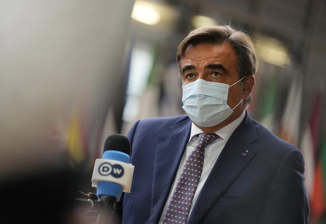Visepresident Margaritis Schinas i EU-kommisjonen sier det nye helseberedskapsbyrået skal sørge for at utstyr, medisiner og vaksiner rakt blir tilgjengelig for medlemslandene dersom det trengs. Arkivfoto: Virginia Mayo / AP / NTB