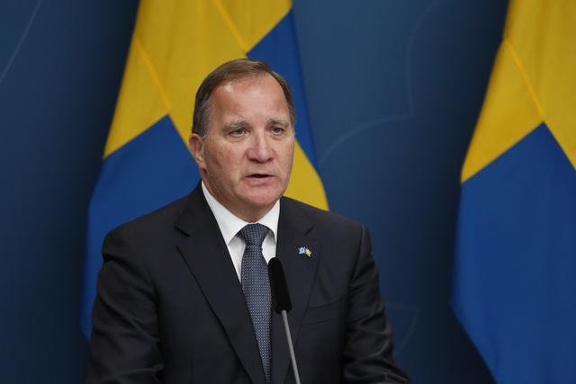 Svenske myndigheter og statsminister Stefan Löfven opphever praktisk talt alle koronarestriksjoner – for dem som er vaksinert.Foto: Christine Olsson/TT / NTB
