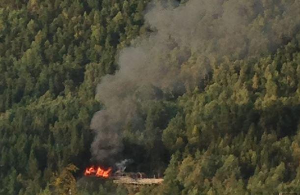 Det var åpne flammer i Trivselsskogen på Sandane torsdag kveld.