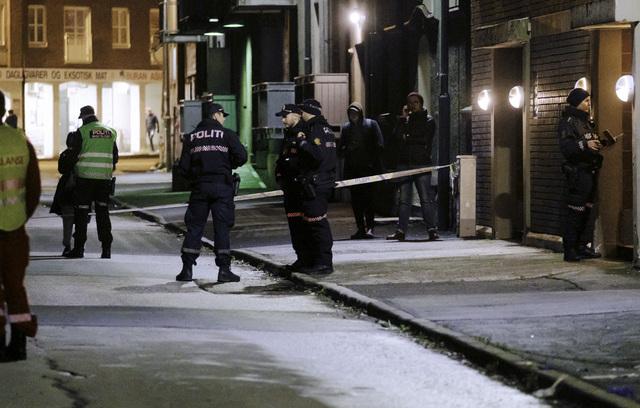 Politiet rykket ut etter melding om knivstikking på Møllenberg i Trondheim. Én person er skadd og sendt til St. Olavs hospital. Foto: Ned Alley / NTB
