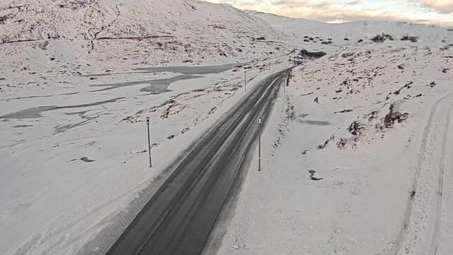 Slik så det ut over ved Vossadalen på Vikafjell ved 09.50-tiden mandag.