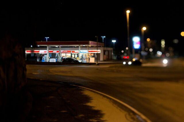 Denne Esso-stasjonen ved Oasen må Bybanen Utbygging betale nesten 50 millioner kroner for å overta, har Gulating lagmannsrett bestemt. Stasjonen er nå revet for å gi plass til Bybanen.
