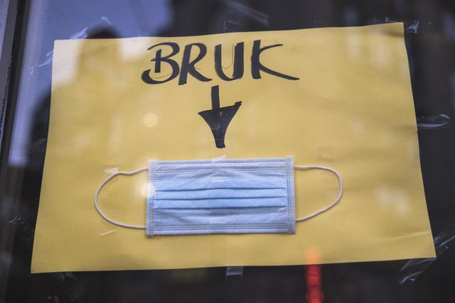 Det er ikke lenger noe nasjonalt råd om å bruke munnbind i Norge.