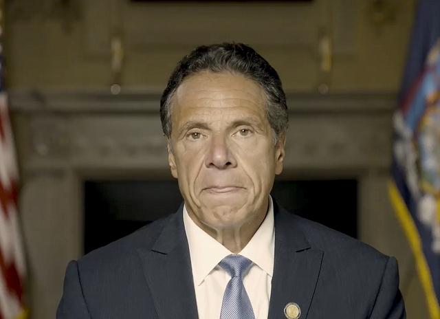 New York-guvernør Andrew Cuomo er i hardt vær etter at granskingen av anklagene mot ham ble lagt fram tirsdag. Foto: Office of the NY Governor via AP / NTB