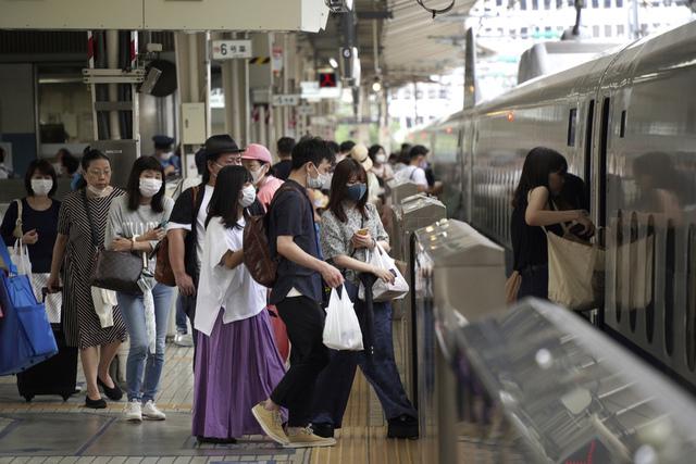Tirsdag ble det fastslått økning i antall koronasmittede i Tokyo. Foto: Kantaro Komiya, File / AP / NTB