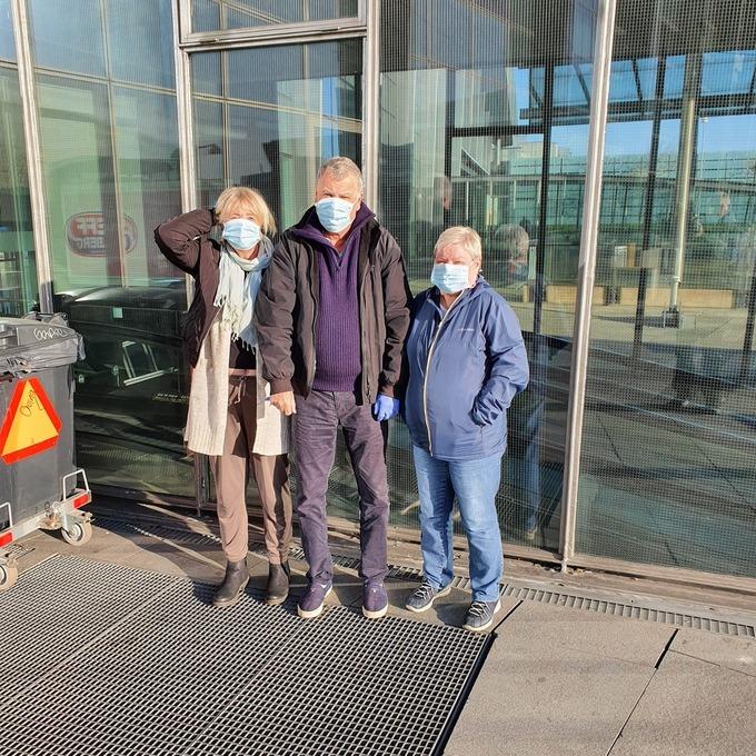 Therese Halland, Jarl Halland og Randi Johnsen befinner seg for øyeblikket i Kastrup i Danmark.