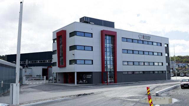 Karsten Moholt holder hus i Storebotn industriområde på Askøy.