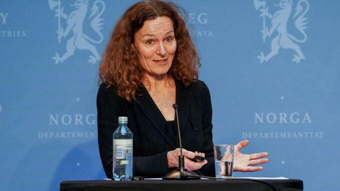 Direktør i Folkehelseinstituttet, Camilla Stoltenberg under den daglige pressekonferansen om koronasituasjonen mandag.