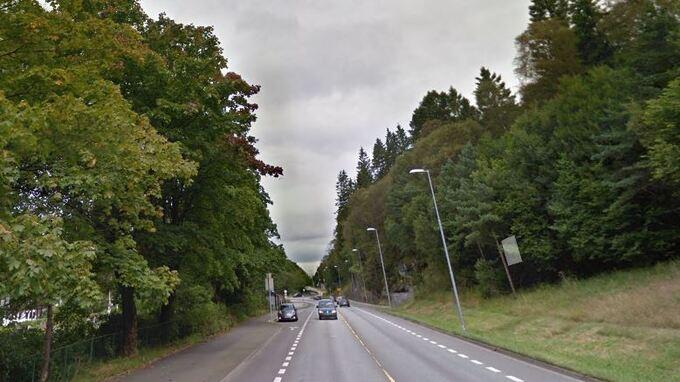 UP-KONTROLL: Utrykningspolitiet hadde fartskontroll i Lyderhornsveien onsdag kveld.