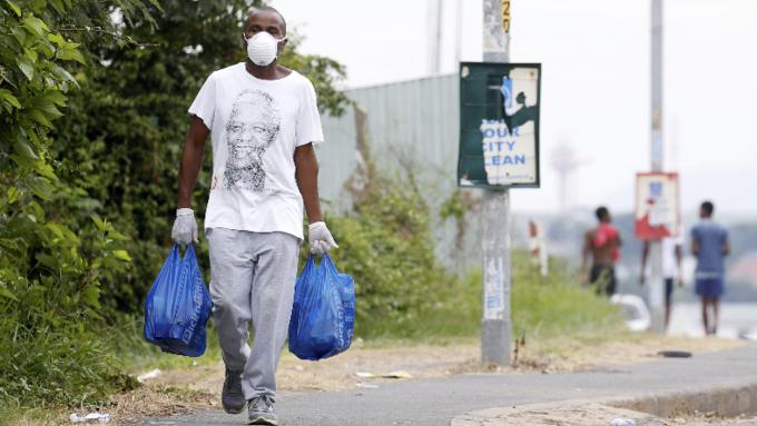 I Sør-Afrika er det 21-dagers «lockdown».