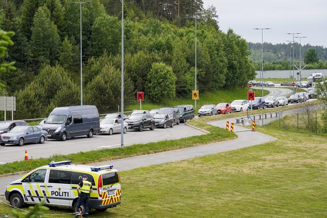 Man må regne med kø om man skal passere grensen ved Svinesund i helgen. Foto: Torstein Bøe / NTB