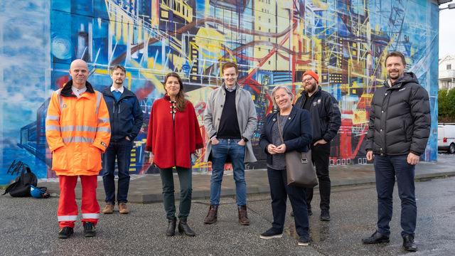 Fra venstre: Trond Haga, Mark Smith (student som har fullført Stordmodellen), Liv Kari Eskeland, Jarand Helland (student som har gjennomgått Stord-modellen), Liv Reidun Grimstvedt, Geir Angeltveit (Stord Venstre), Torbjørn Brosvik (Stord KrF).