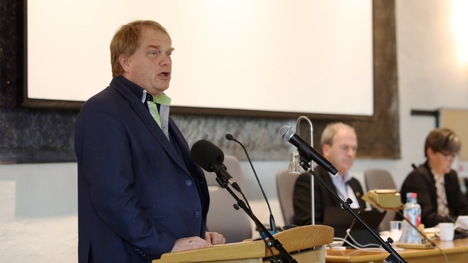 Rådmann Eystein Venneslan orienterte kommunestyret på Askøy om innsatsen for å avgrense smittespreiinga.