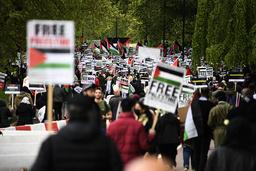 En demonstrasjon til støtte for palestinerne ble avholdt i London lørdag. Foto: Alberto Pezzali / AP / NTB