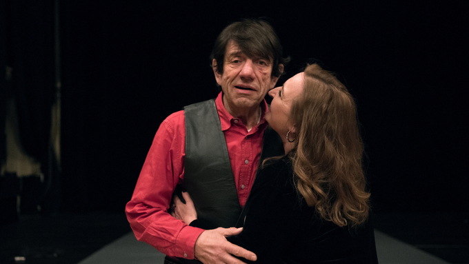 TEATER: Helge Jordal og Ragnhild Gudbransen spiller sammen i det erotiske stykket.