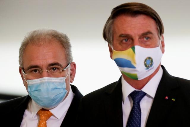 Brasils helseminister Marcelo Queiroga (til venstre) er i New York sammen med president Jair Bolsonaro.