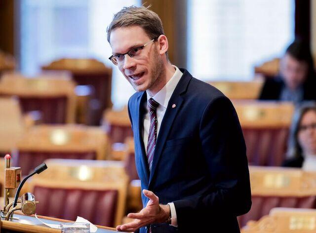 Eigil Knutsen skal forsøke å forene SV og regjeringen i budsjettsaker.