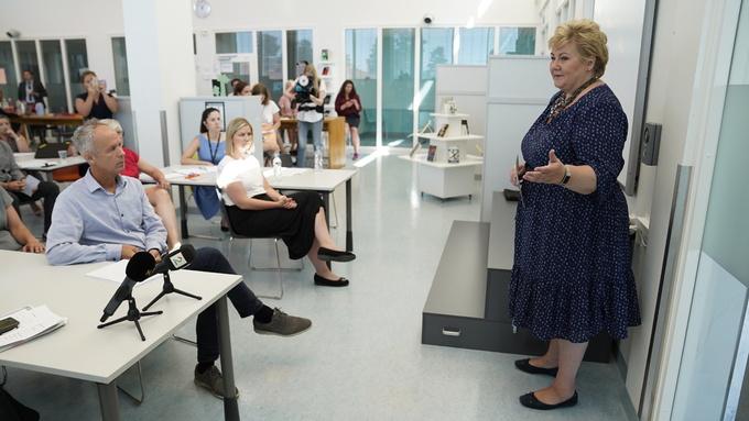 Statsminister Erna Solberg (H) la frem en rapport som viser at det har vært en suksess å innføre fraværgrense i videregående skole.