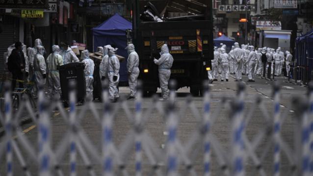 Myndighetene i Hongkong stengte i helgen ned deler av byen for å avgrense et pågående koronautbrudd. Mandag ble nedstengingen hevet etter at 7.000 innbyggere var testet og 13 smittetilfeller påvist.
