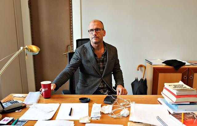 Teatersjef Stefan Larsson sier det er tungt å måtte avlyse enda en oppsetting.