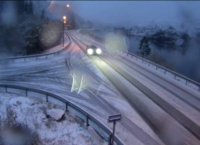 Fylksvei 49 ved Gullbotn fredag morgen.