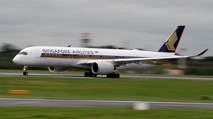 Singapore Airlines og datterselskapet SilkAir kansellerer flere flyruter som følge av det nye coronaviruset.