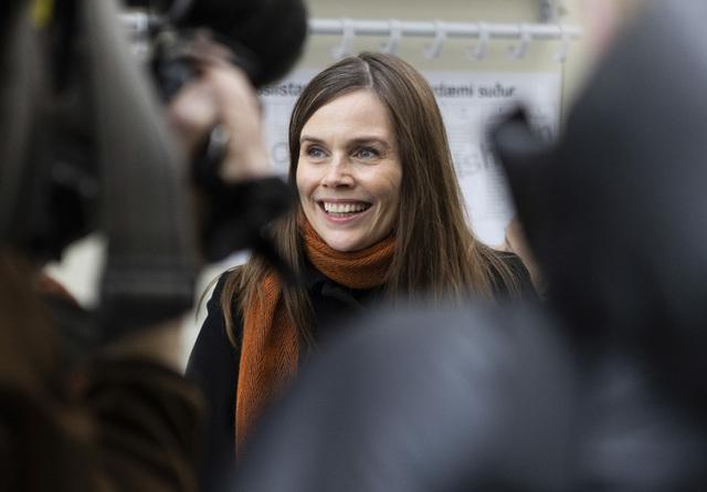 Statsminister Katrin Jakobsdottir sier det kommer til å bli krevende å danne en ny regjering. Foto: Arni Torfason / AP / NTB