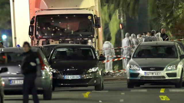 86 mennesker ble drept i Nice 14. juli 2016. Massemorderen brukte denne lastebilen som våpen, og ble stanset først da politiet hadde avfyrt mange skudd mot den.