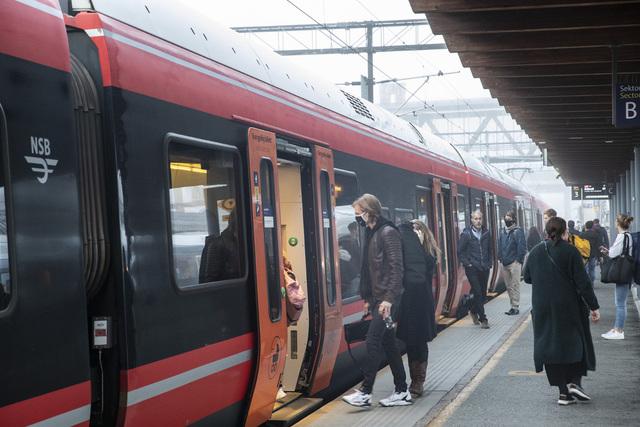En undersøkelse fra NAF viser en kraftig nedgang i antall nordmenn som ønsker å reise kollektivt. Foto: Terje Bendiksby / NTB