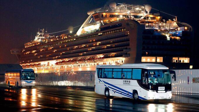 Disse bussene fraktet amerikanske passasjerer som var i karantene om bord på cruiseskipet Diamond Princess.