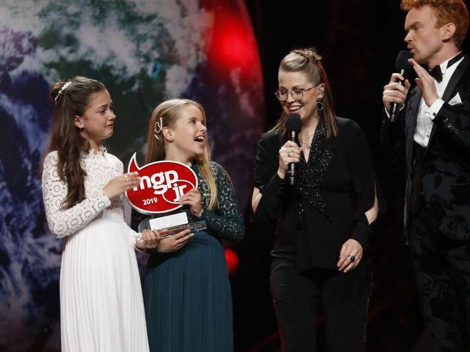 SEIRET:  Emma Helgesen Ylvisåker og Anna Vestrheim vant finalen i Melodi Grand Prix lørdag kveld.