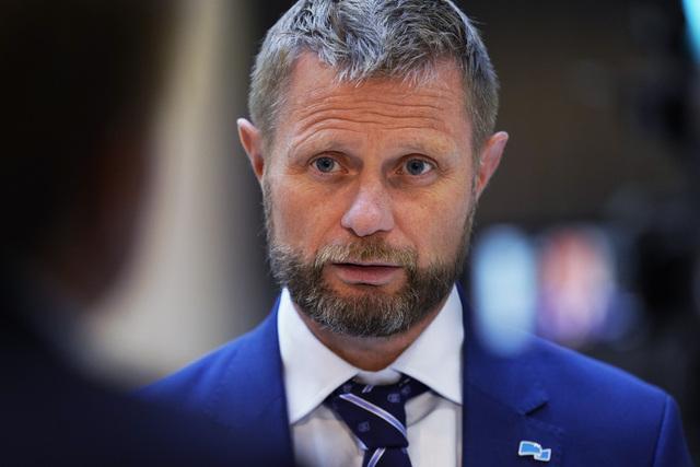 Helse- og omsorgsminister Bent Høie holdt fredag formiddag et møte med alle landets kommuner. Senere fredag holder han en koronapressekonferanse.  Foto: Ali Zare / NTB