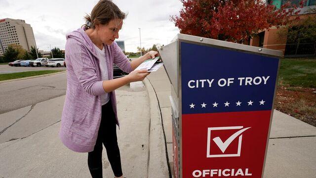 En amerikansk velger stemmer pr. post