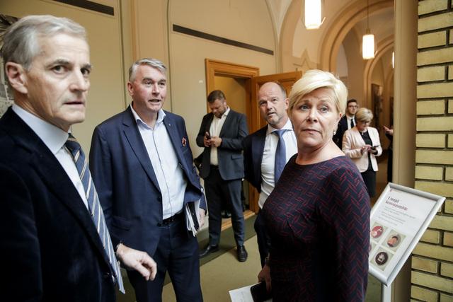 Fra venstre: Jonas Gahr Støre (Ap), Trond Helleland (H,) Siv Jensen (Frp) og NHO-sjef Ole Erik Almlid.