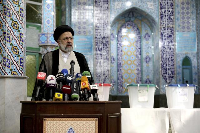 Israel sier at Ebrahim Raisis valgseier i Iran bør bekymre det internasjonale samfunnet, fordi Raisi angivelig har forpliktet seg til å utvikle landets atomprogram. Foto: Ebrahim Noroozi / AP / NTB