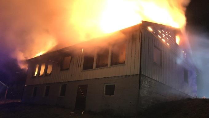 Huset i Gloppen er totalskadd i brannen.