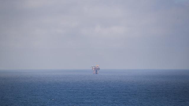 Verden vil trenge mer olje neste år enn før pandemien, tror IEA.