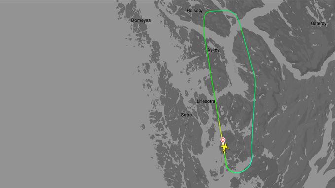 RUTEN: Like etter at flyet lettet fra Flesland ble det truffet av lynet og måtte snu.