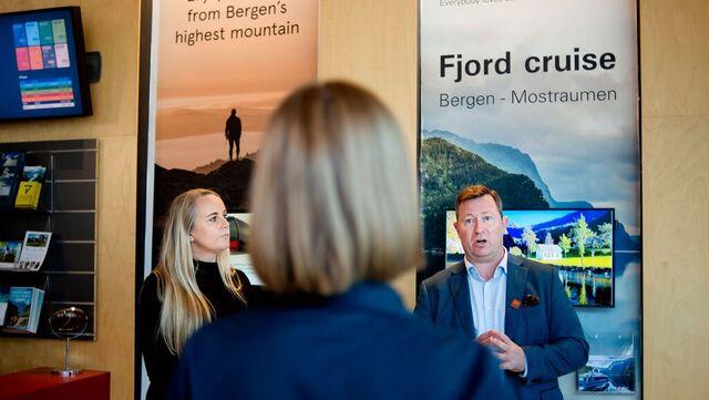 Næringsminister Iselin Nybø møter reiselivet. Her med Ann Kristin Schei (t.v) og Anders Nyland.