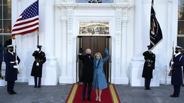 Joe og Jill Biden like før dei gjekk inn i Det kvite hus.