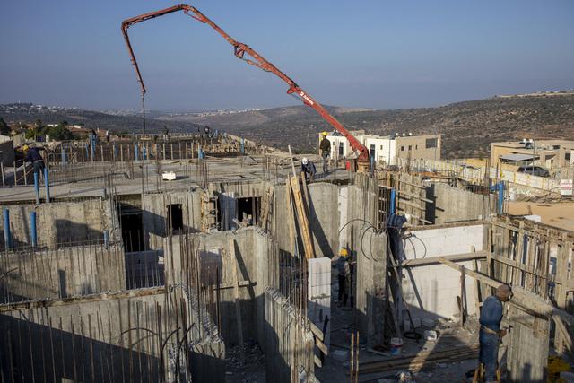 Tolv europeiske land går imot byggingen av nye israelske bosetninger på okkupert palestinsk område på Vestbredden. Foto: Ariel Schalit / AP / NTB