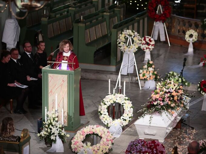 Det var Oslo-biskop Kari Veiteberg som forrettet i bisettelsen