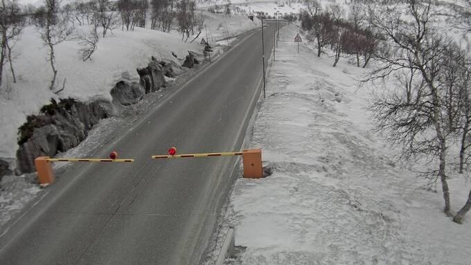 Leiro bom langs riksvei 7 på Hardangervidda er nede søndags formiddag.